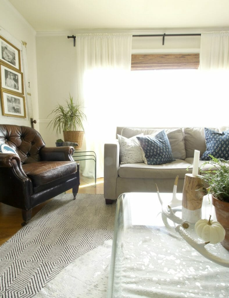 bright-white-vintage-cozy-living-room