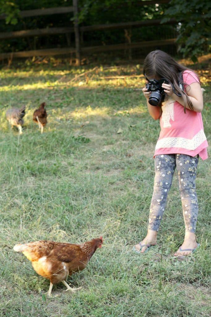 Emmy-Taking-Photo-Star-Hen