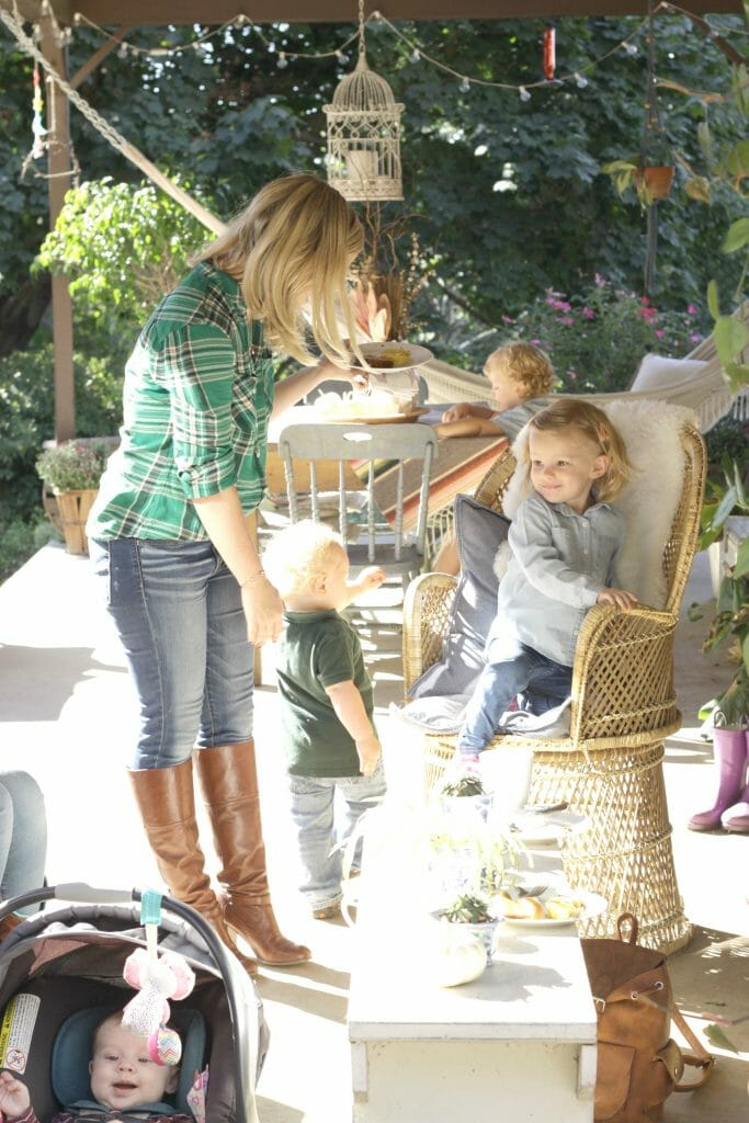 fall-porch-brunch-with-kids