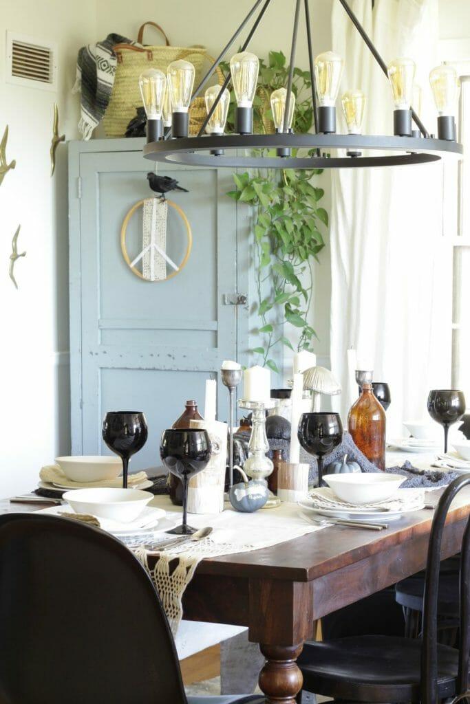 Halloween Table in Black White Amber