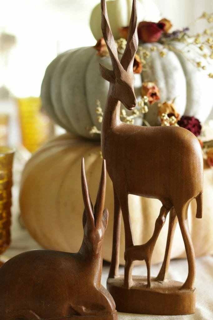 vintage-antelope-as-fall-dining-decor