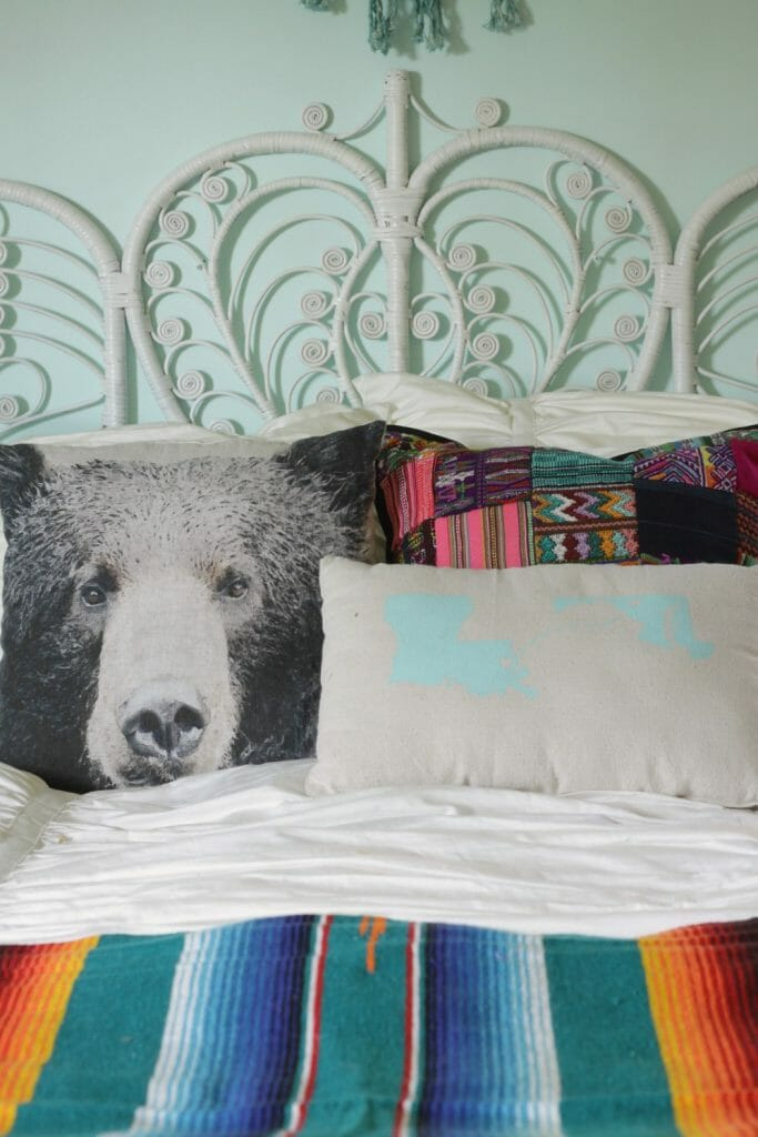 eclectic-fun-pillow-mix-peacock-headboard