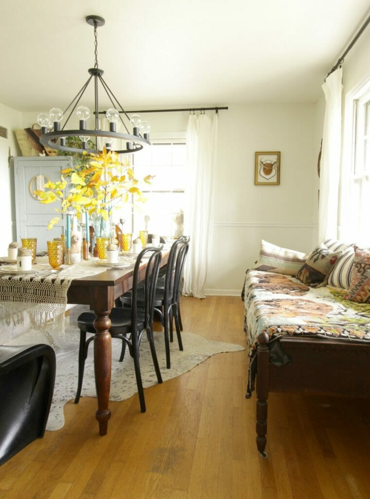 Vintage Style Dining Room with Daybed
