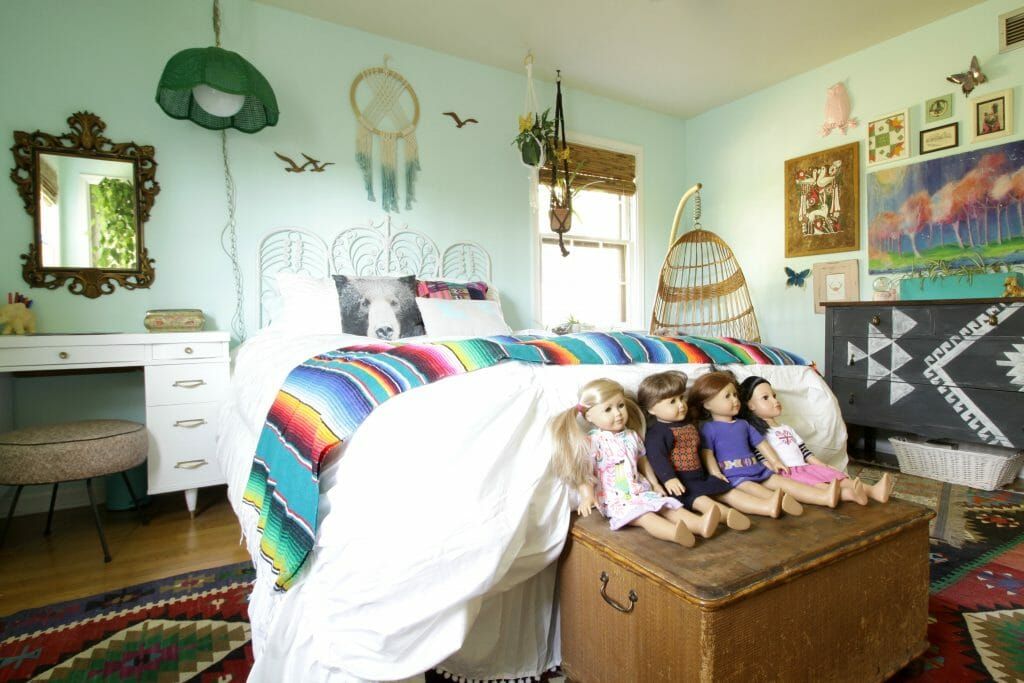 eclectic-vintage-girls-room