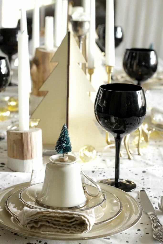 gold-black-white-wood-christmas-table