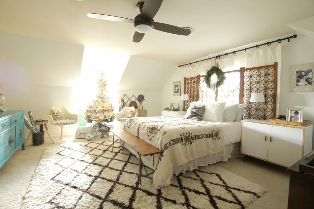 modern-bohemian-christmas-bedroom