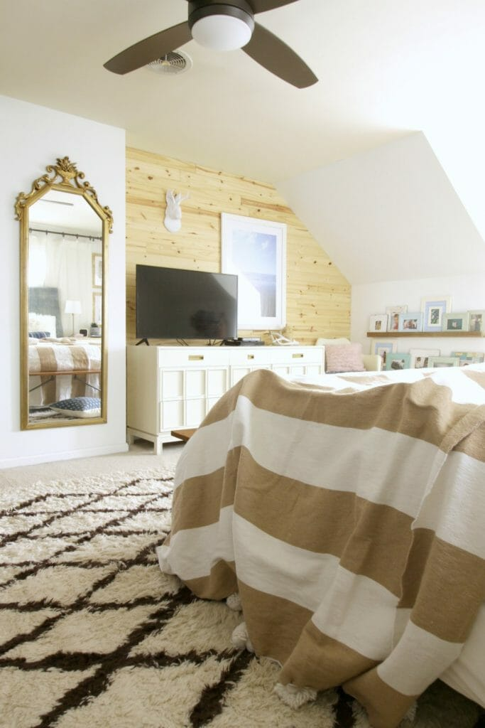 Modern Bedroom in White and Wood