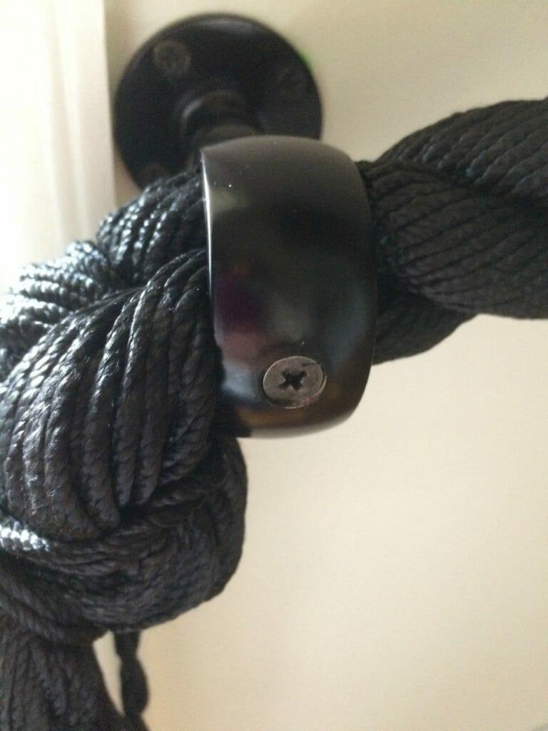Center screw in rope railing bracket