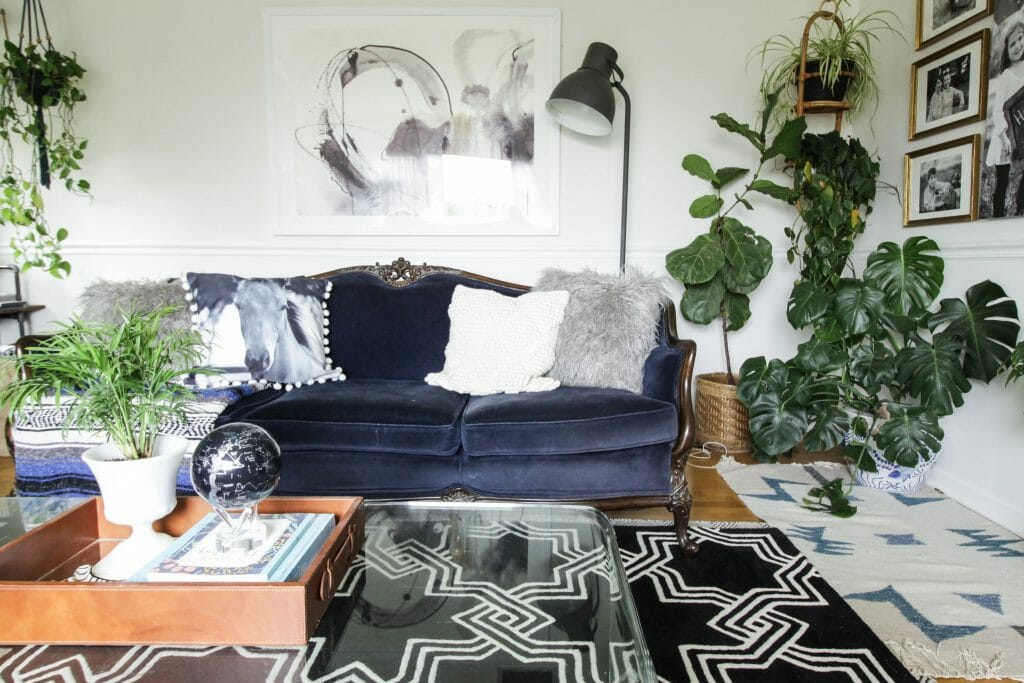 Eclectic Living Rom in Black White Blue