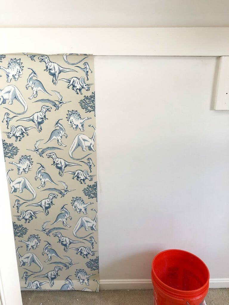 Hanging wallpaper in a closet