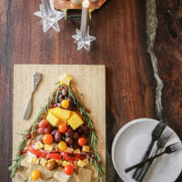 How to Make a Holiday Charcuterie Board