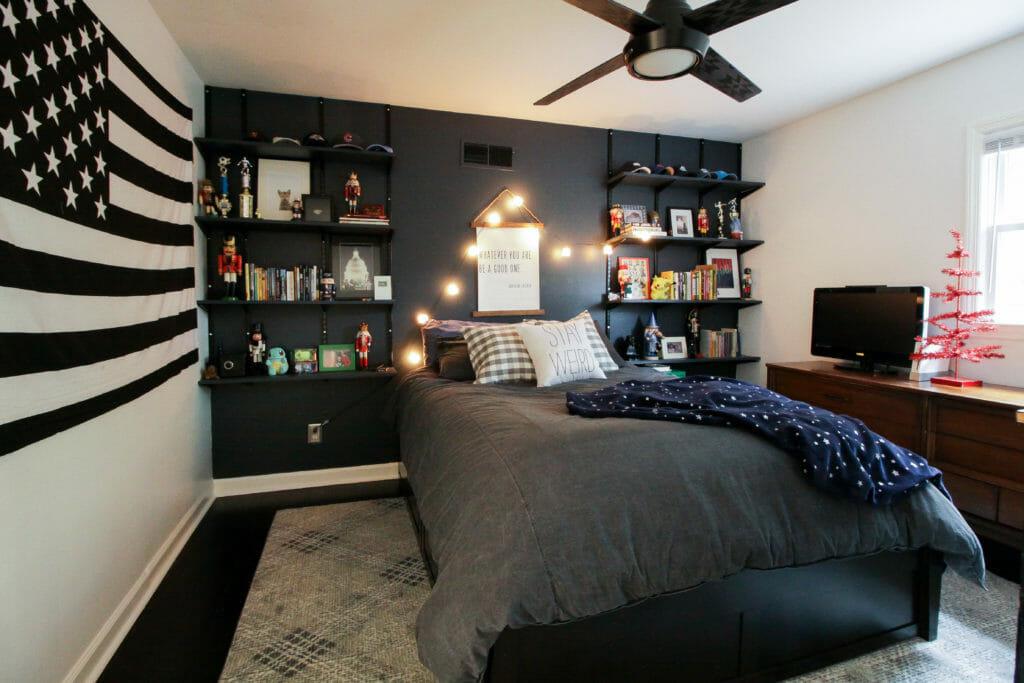 teen boy bedroom at christmas