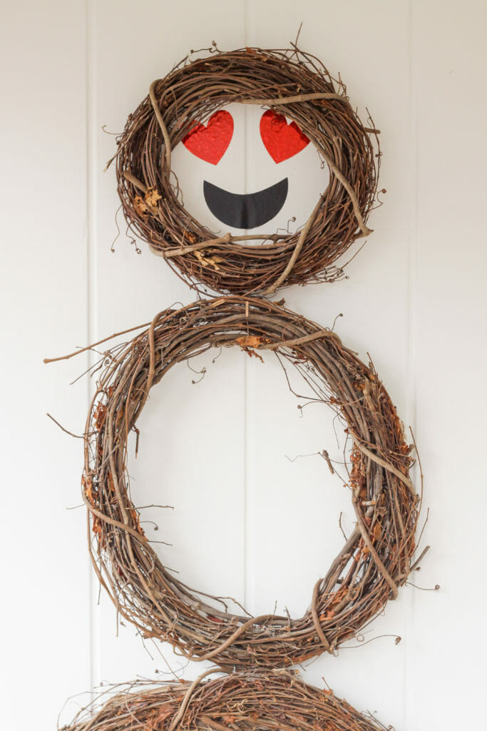 How to make a heart eye emoji wreath