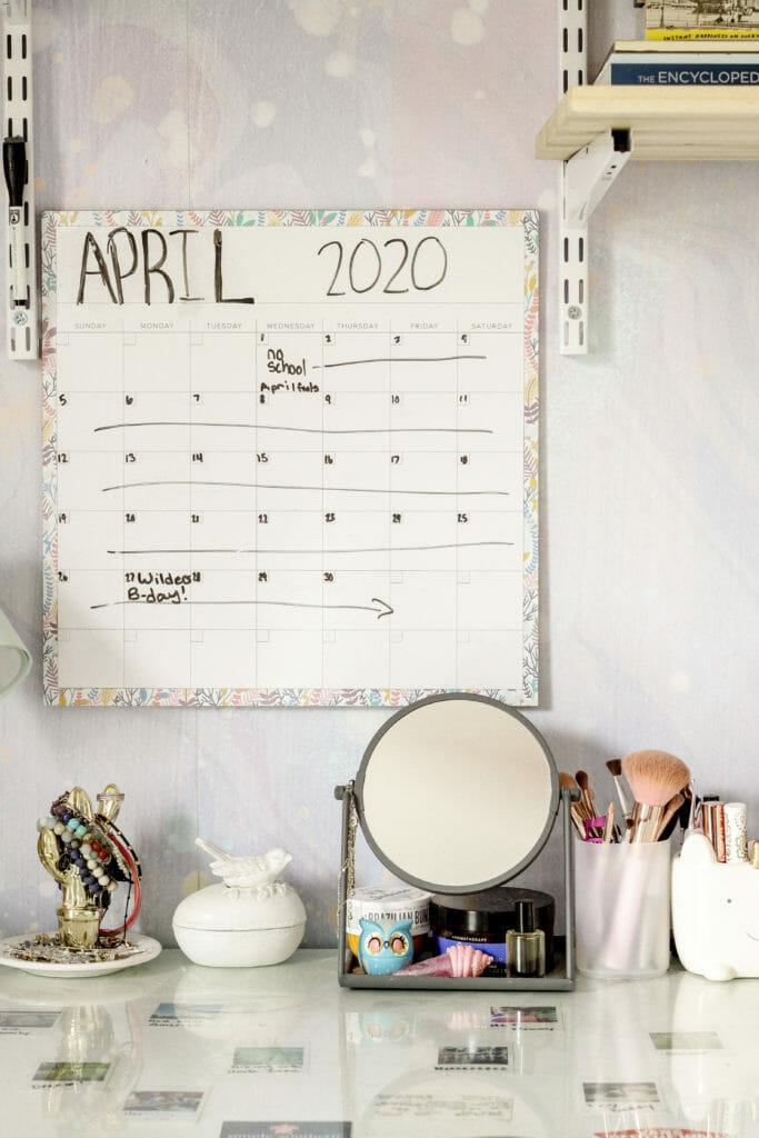 Teen desk calendar organization