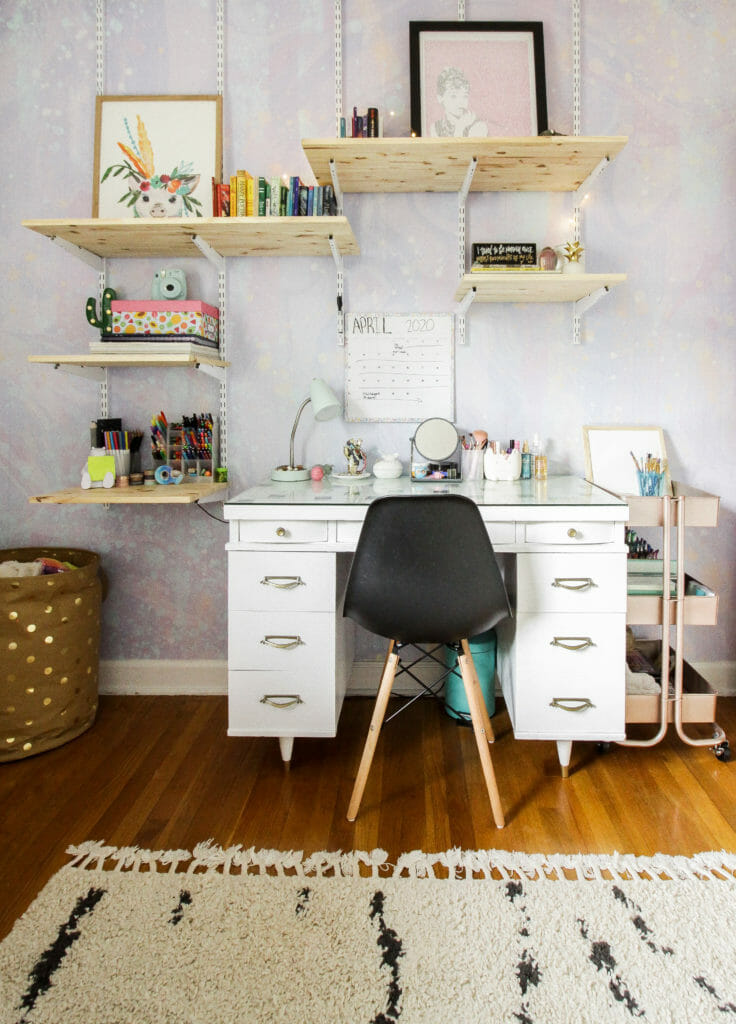 teen girl desk area