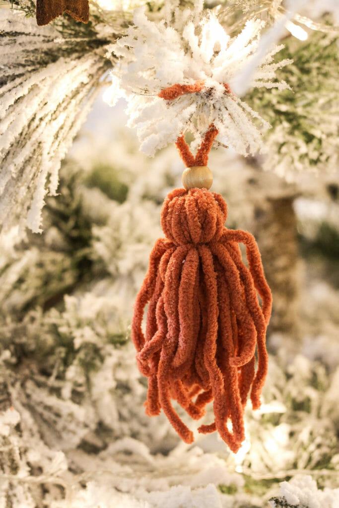 DIY chunky tassel ornament