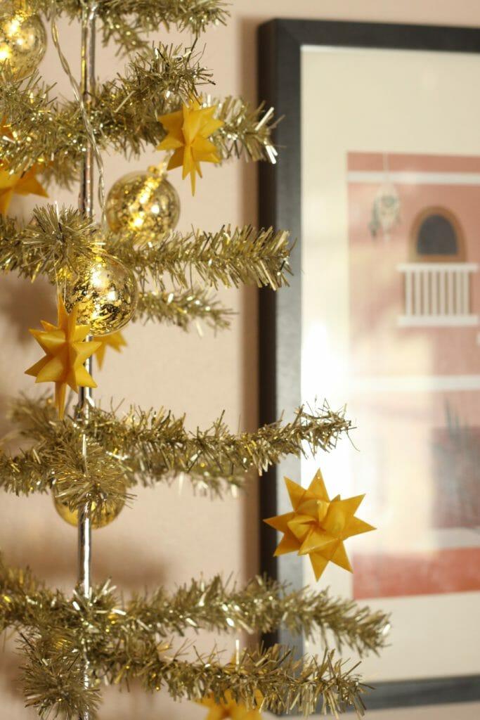 tinsel tree decor