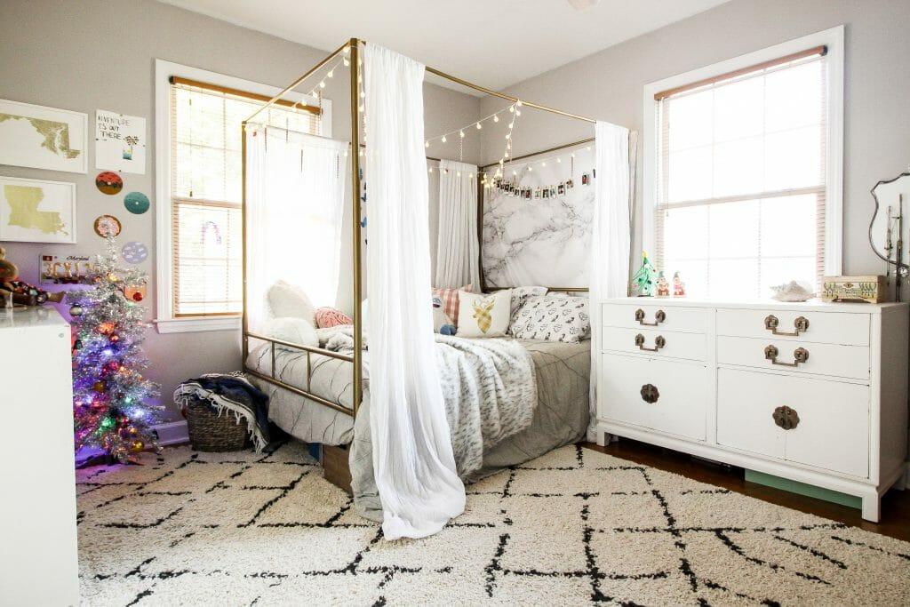 teen girl's bedroom at christmas
