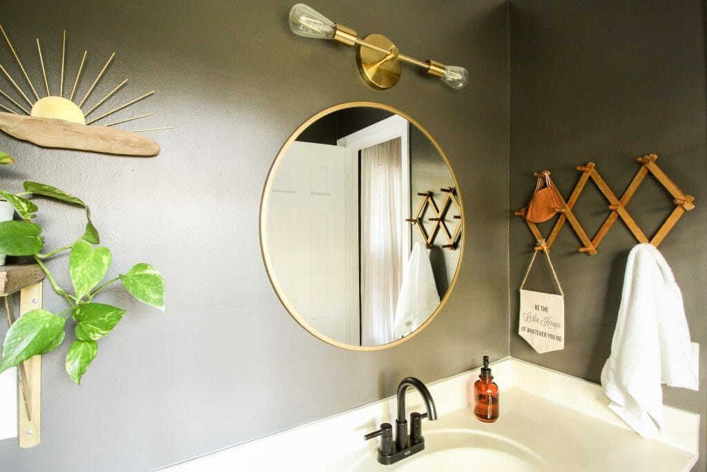 Bathroom makeover in gray